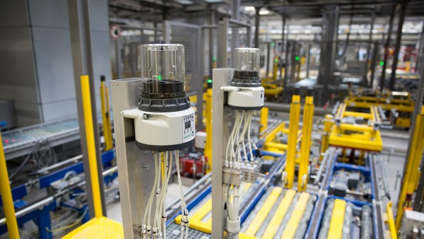 Autonomous subsystems ensure a reliable material flow in Schaeffler's new storage and distribution center.